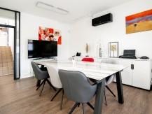 Christophe Fonteneau, dirige le cabinet, entouré d'une équipe de 10 collaborateurs, juristes, comptables et experts qui sont à votre écoute pour vous conseiller, construire, développer votre entreprise. - image 6