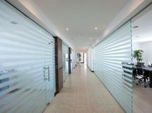 Aménagement bureaux, espace de travail, bureaux et surfaces commerciales. - image 9