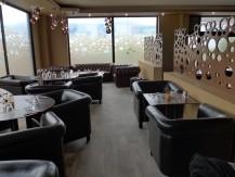 Ambiance lounge et conviviale, dans un cadre cosy et chaleureux, lumière tamisée - image 3
