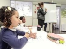 NOUQA Langues applique une méthode pédagogique ludique développée depuis plus de 15 ans par sa fondatrice polyglotte, Carolina Carel, qui a conçu et développé un modèle d'apprentissage unique partant du constat qu'elle avait pu apprendre plusieurs langues à l'étranger sans effort lorsqu'elle était enfant. - image 7