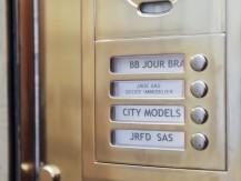 Jean François Guinot possède depuis une trentaine d'années une compétence reconnue en tant que promoteur immobilier, mais il sait proposer aussi des montages et placements immobiliers à forte rentabilité dans la vente d'immeubles, appartements ou maisons - image 2