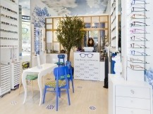 Chef d'entreprise dynamique et passionnée, Sandrine diplômée du Lycée Fresnel et titulaire du Luxury Certficate obtenu à HEC, est à la tête de The House of Eyewear et a su valoriser les créations de designers internationaux - image 3