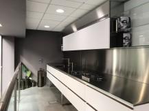 Cuisine, salle de bain, dressing, rénovation Paris. La cuisine s'invite dans le monde de l'entreprise. - image 8