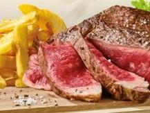 Une sélection de qualité irréprochable :  entrecôte, ,côte de bœuf pavé de cœur de rumsteck, bavette d'aloyau, araignée, steak et steak tartare traditionnel… Vous trouverez également à la carte des plats du terroir, des salades, des burgers et aussi des carpaccios… - image 4