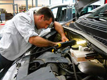 Notre succursale vous propose aussi l'entretien, la réparation mécanique et carrosserie - image 4
