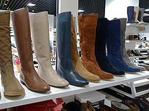 702a83e541b6 Possibilité d échange au magasin de Rueil-Malmaison - image 4. VICTORY  CHAUSSURES Chaussures femme enfant bottes boots ...